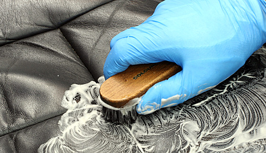 Чистка кожаного сидения
